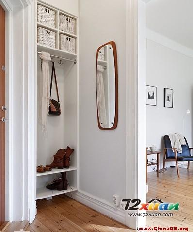 纯白色的墙面,纯白色的餐桌,清新的碎花坐垫,一瓶漂亮的薰衣草,基本图片